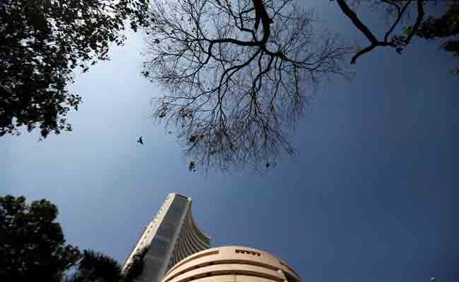 Sensex jumps 500 points, trades over 32,000-mark