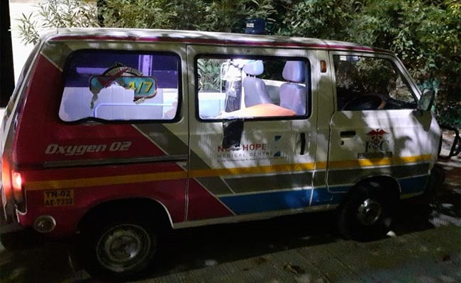 Ambulance carrying Chennai doctor attacked