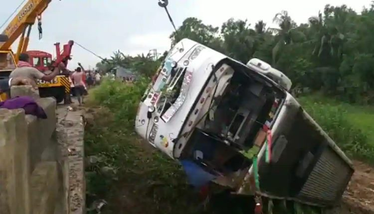 Bus Ferrying Migrants From Kerala To West Bengal Overturns In Odisha, 7 Injured