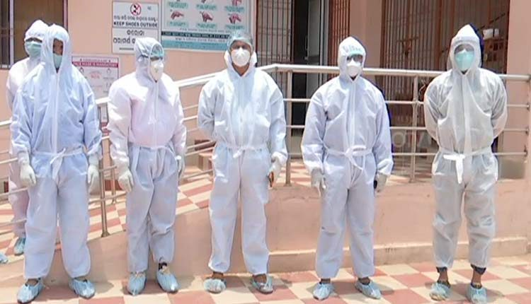 doctors stage protest in odisha over denial of quarantine