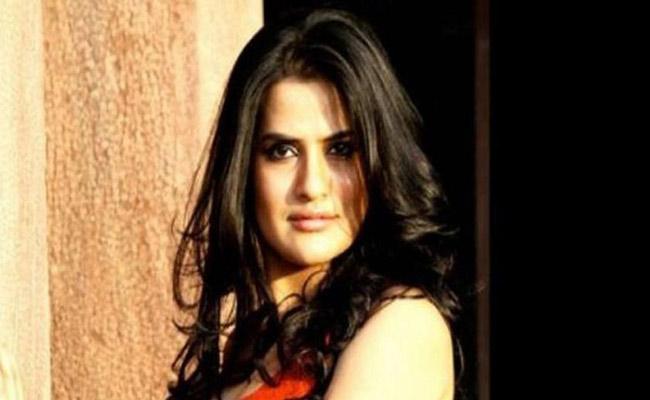 """Sona Mohapatra Dedicates """"Nilamani"""" Song To Amphan Victims"""