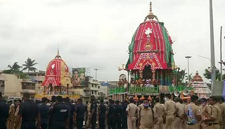 Chariots Of Holy Trinity Take 'Dakshina Moda' For Bahuda Yatra