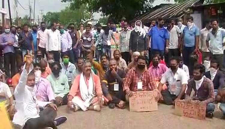 Odisha Motor Vehicle Drivers Stage Protest Demanding Compensation, Insurance