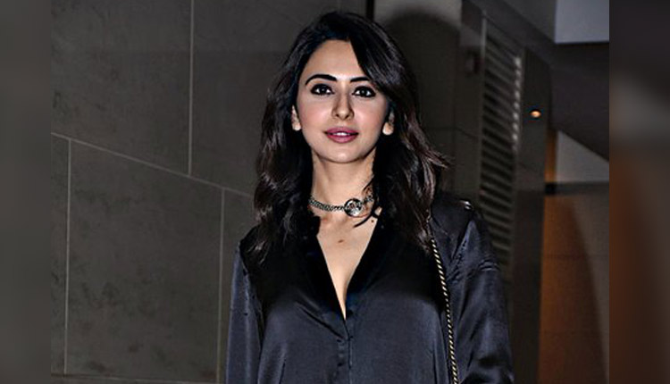 """Rakul Preet Singh Exclusive On Father's Day: """"I'm Unable To Find Right Kind Of Guy"""" (Watch)"""