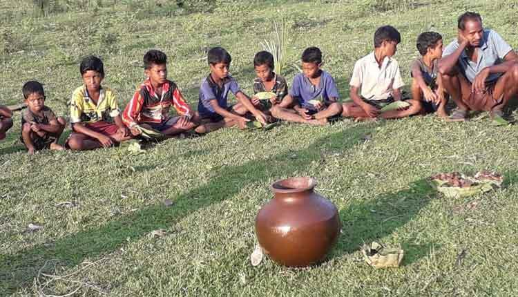 Bizarre! Malkangiri Children Wait In Line To Drink Booze To Avoid Coronavirus