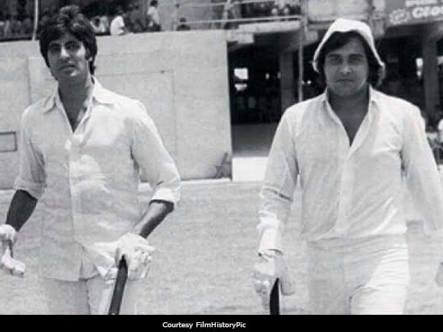Amitabh Bachchan and Vinod Khanna at Eden Gardens Playing Cricket Match For Charity