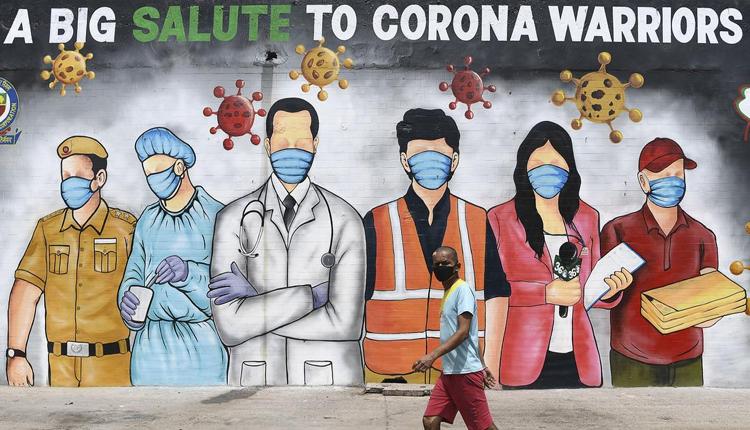पत्रकारों को फ्रंटलाइन वर्कर घोषित किया गया, संस्थानों में कैंप लगाकर होगा वैक्सीनेशन