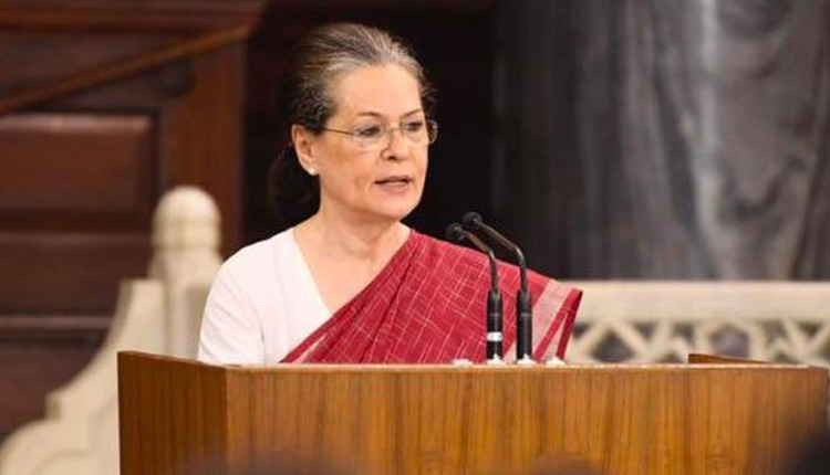 Top Cong leaders write to Sonia Gandhi seeking collective leadership, another group bats for Rahul