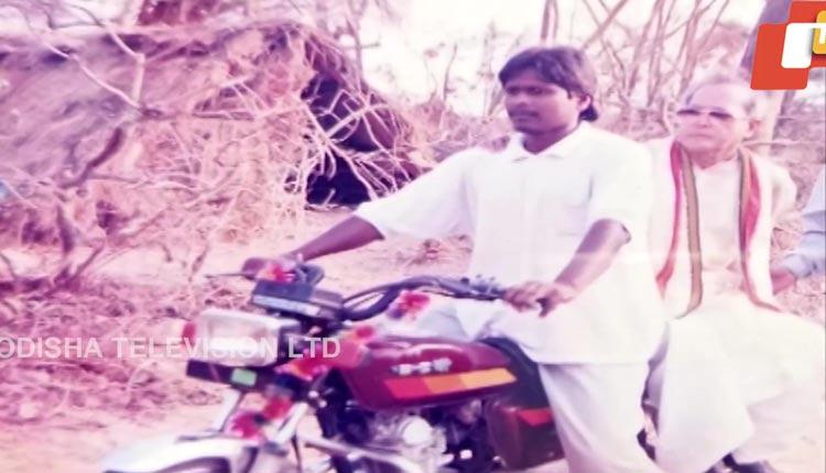 Odisha: Villager Who Took Pranab Mukherjee On A Bike Ride Remembers The Late President