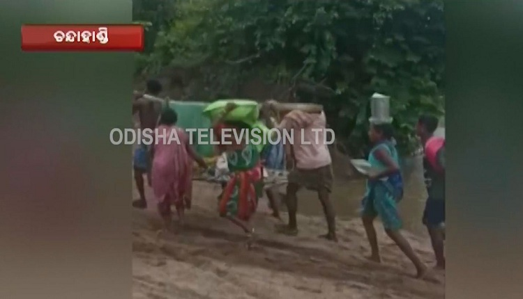 Watch: Villagers Carry Pregnant Woman On Cot To Reach Ambulance In Absence of Road