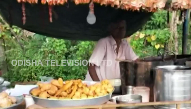 Bhanjanagar's Baba Ka Dhaba Fights To Make Ends Meet From Tiffin Stall