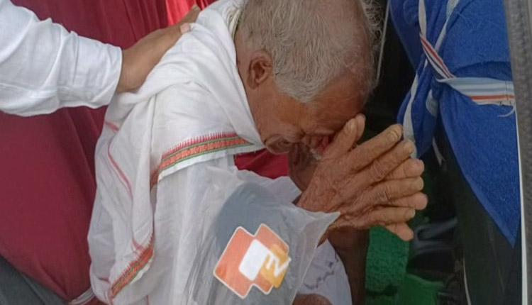 OTV Impact: Elderly Man Finally Gets A Home, Thanks To Boudh Admin