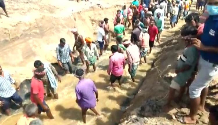 Villagers Dig Up River Mouth In Odisha After 'Govt Neglect'