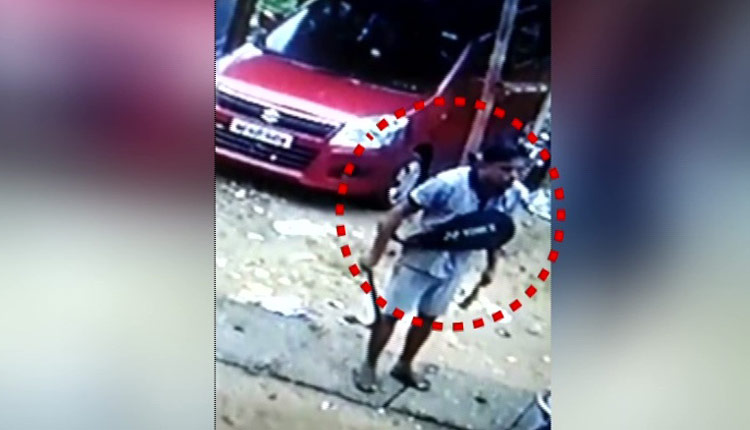 Caught On Camera: Miscreant Wielding Dagger Terrorises Family In Bhubaneswar