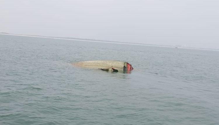 Paradip: Trawler Hits 'Black Rose Vessel' Wreckage, 4 Fishermen Missing