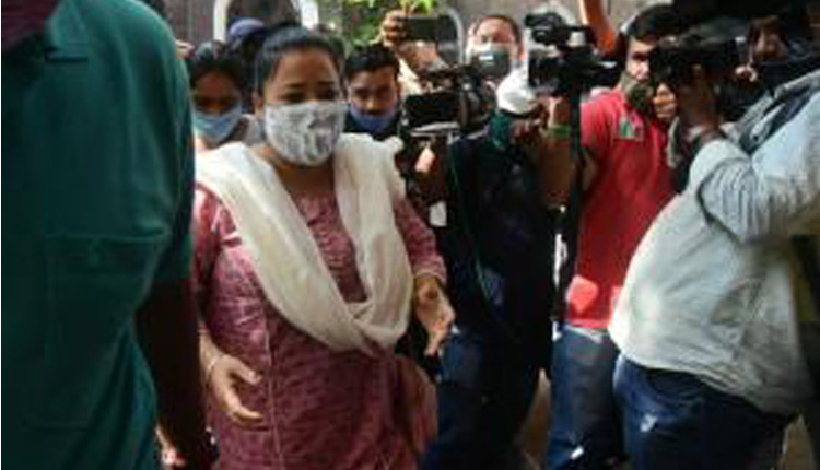 Comedian Bharti Singh Arrested By NCB, Husband Being Quizzed