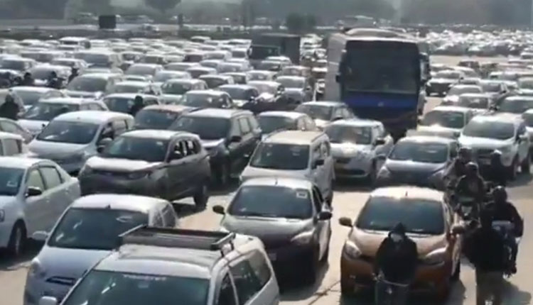 Farmers Protest: Commuters hassled due to traffic jam on Delhi-Jaipur Expressway