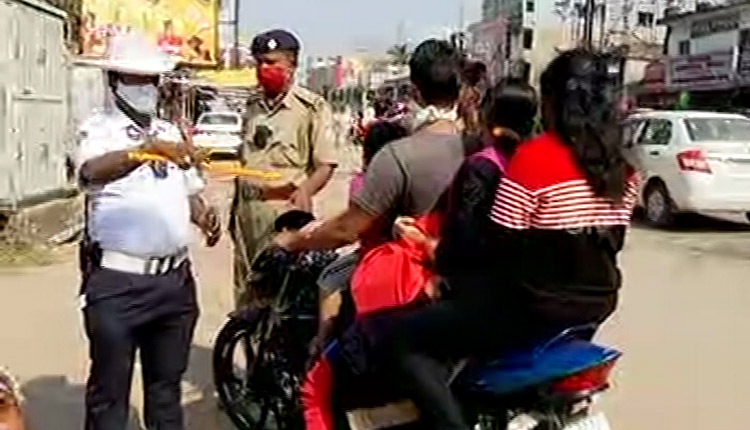 DL Suspension For No Helmet: Bikers In Cuttack Come Up With Bizarre Excuses