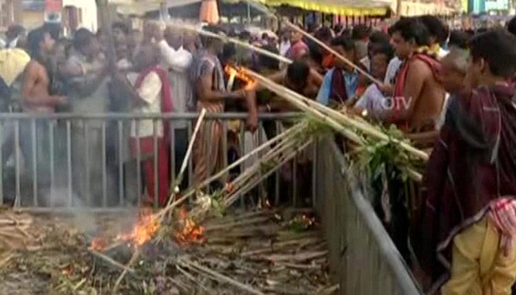 Puri Admin Bans Lighting Of Kaunriya Kathi At Singhadwar This Diwali