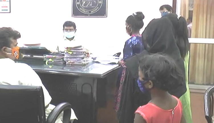 Sundargarh: 2 Hapless Girls Whose Families Were Wrecked By Alcohol Appeal Collector For Help
