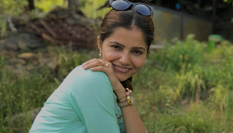 Bigg Boss 14 Winner Rubina Dilaik Goes Live on Social Media