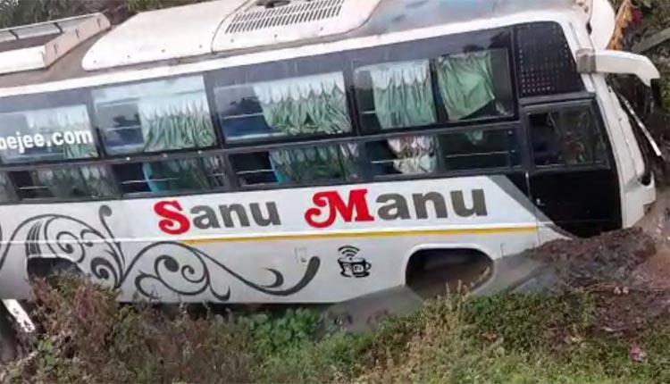 11 Injured As Bus Overturns In Bhadrak