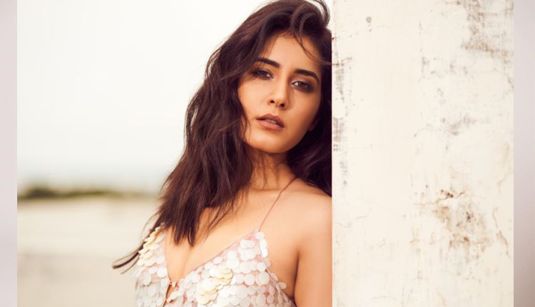 Raashi Khanna's Sizzling Look Are Crashing The Internet, See Pics