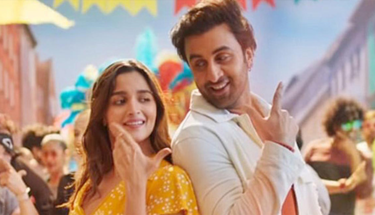 Alia Bhatt Spends A Whopping 32 Crore To Be Ranbir Kapoor's Neighbour