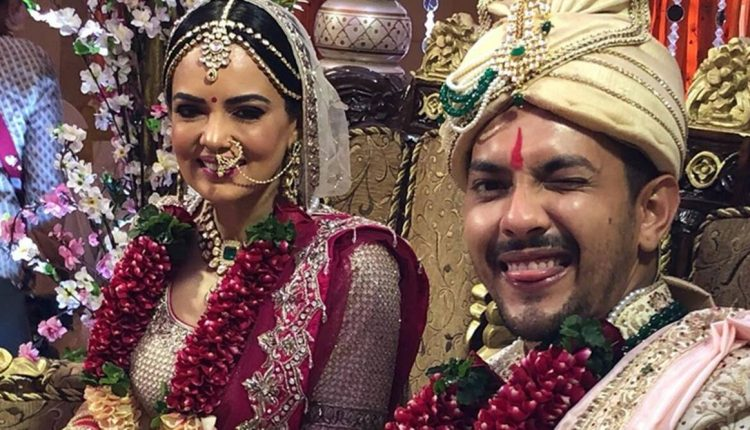 Aditya Narayan and Shweta Agarwal Iskon Marriage Pictures are Out