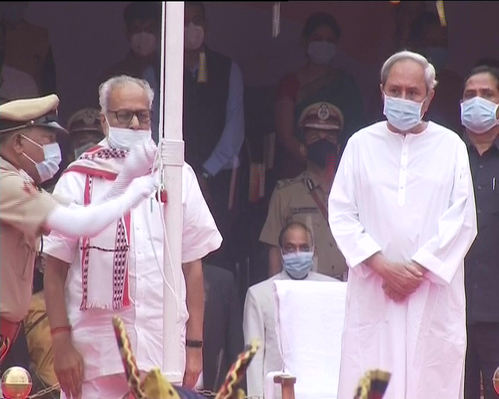 Odisha Governor unfurling tricolour in presence of CM Naveen Patnaik