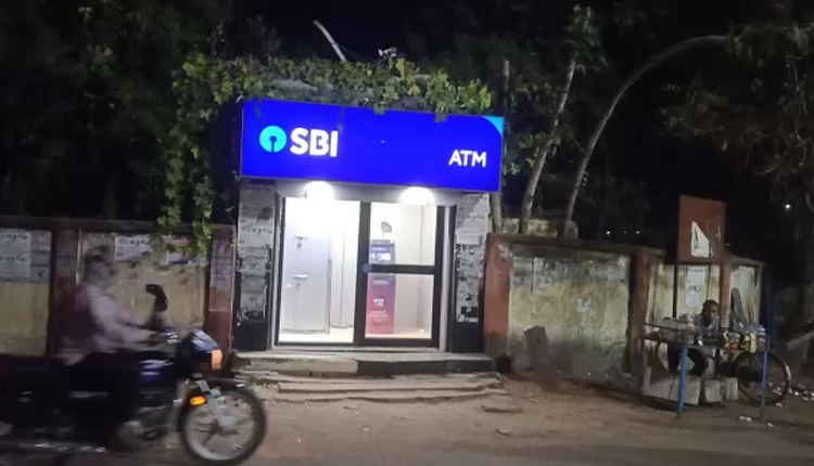 Odisha: Youth Assaulted, Robbed Of Rs 35,000 Inside ATM Kiosk