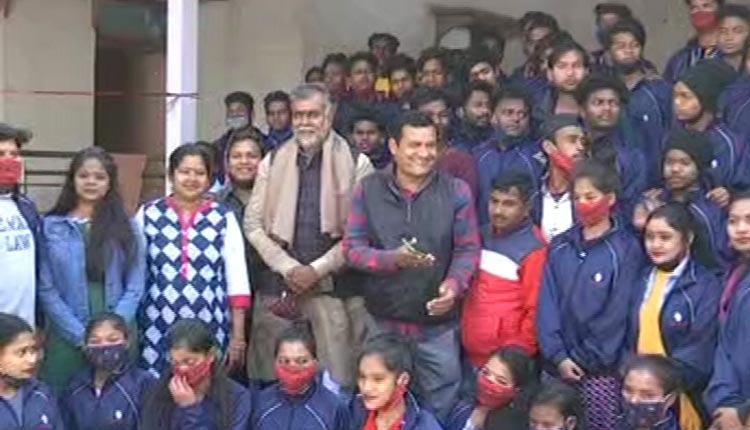 Union Culture Minister Meets Odisha Artistes Stuck During Delhi Violence