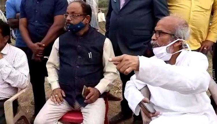 Procurement Mismanagement: Union Minister Pratap Sarangi Reprimands Mandi Staff, Watch Video