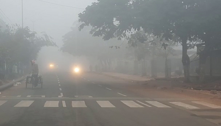 Vehicular movement affected due to fog in several parts of Odisha, including Bhubaneswar and Cuttack