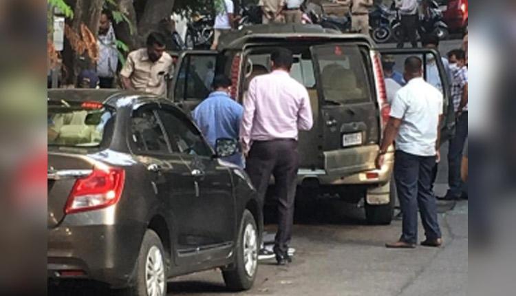 Explosives Found Outside Mukesh Ambani's Home