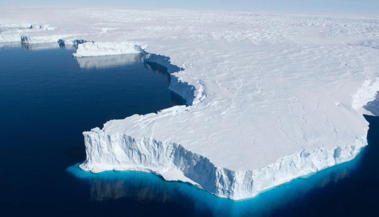 Vast Cracks Free Huge Iceberg In Antarctica