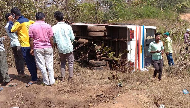 15 Injured as bus overturns in Keonnjhar