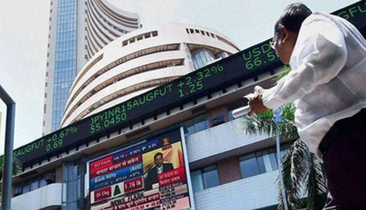 Sensex Ends At Fresh Peaks Post RBI Policy, Gold Plummets For 5th Consecutive Day
