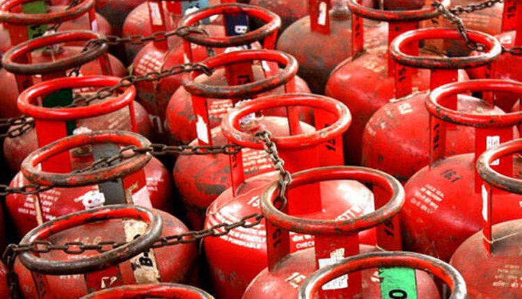 After Petrol, Consumers Now Feel Pinch Of LPG Cylinder Price Hike