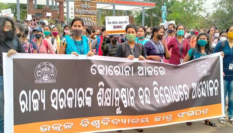 Utkal University Students Protest BMC's Decision Of Closure Of Hostels